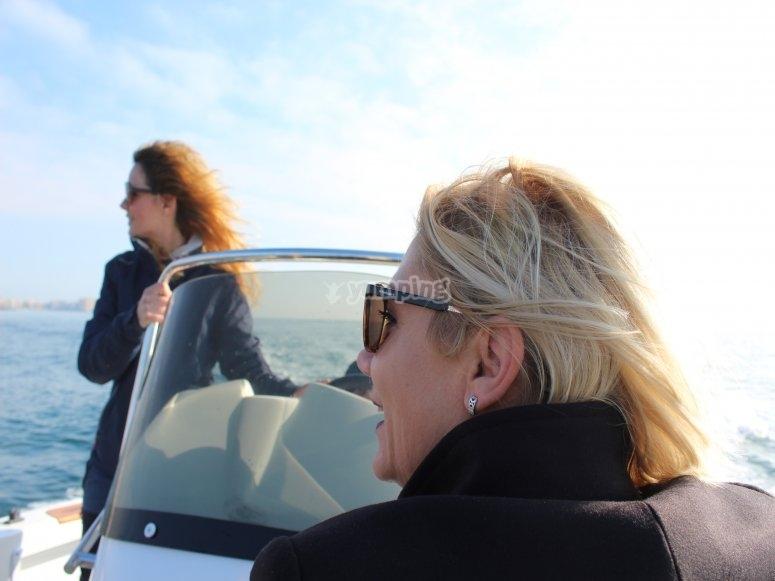 Pasea en barco con la familia Torrevieja