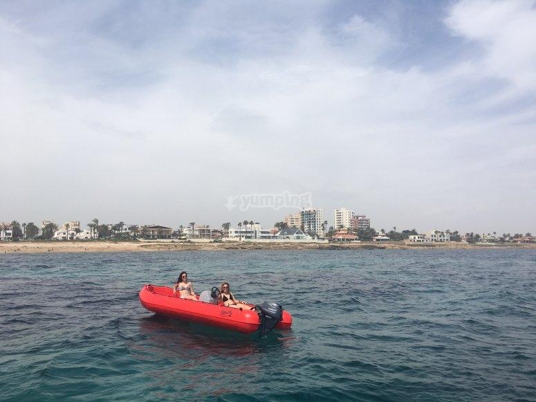 Navegando frente a la costa