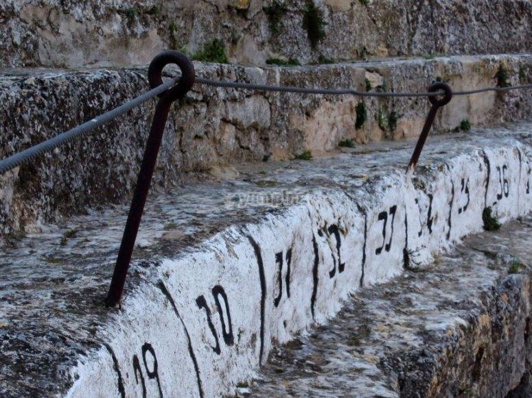 Plaza excavada en piedra