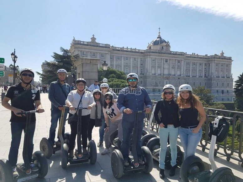 Grupo de turistas en segway