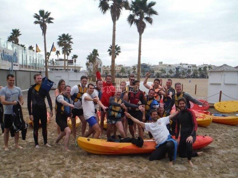 Grupo con kayaks autovaciables