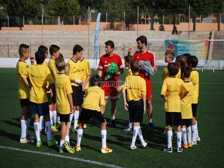 Profesores instruyendo al equipo