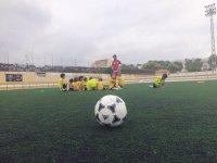 在马德里踢足球