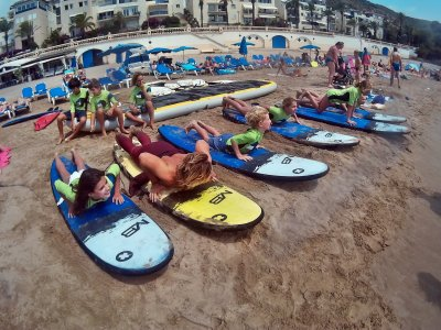 2h Surfing Lesson at Any Level in Sitges