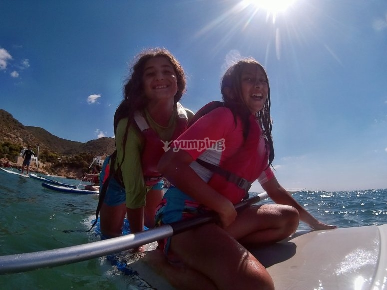 Amigas en la tabla de sup