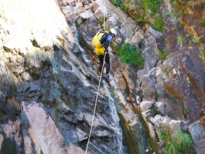 Canyoning beginner level in Pedras river