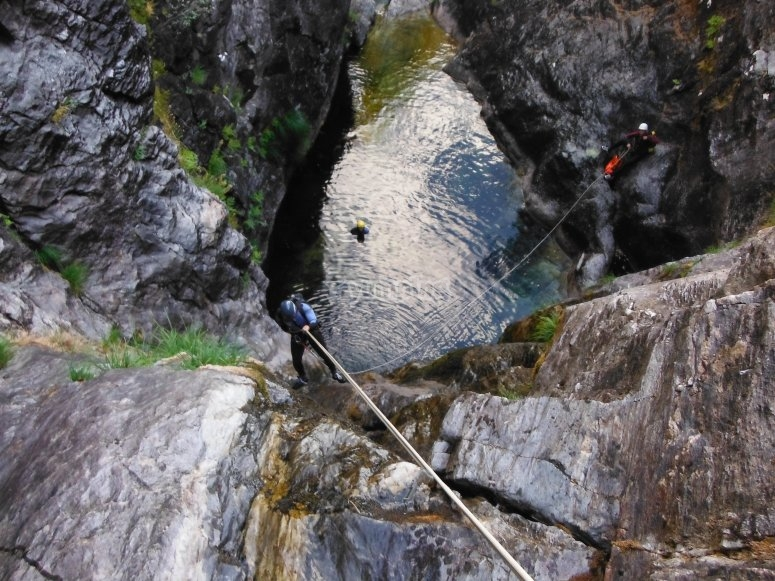 Abseiling in waterfalls