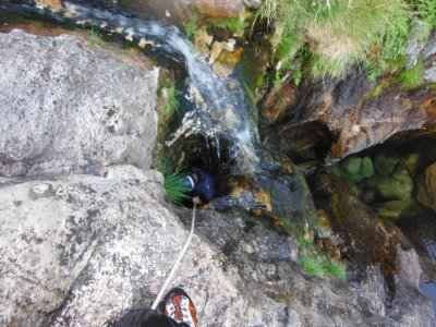 Barranquismo nivel medio con fotos en río Cerves