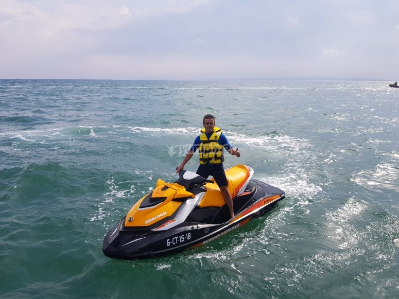 Sobre la moto acuática