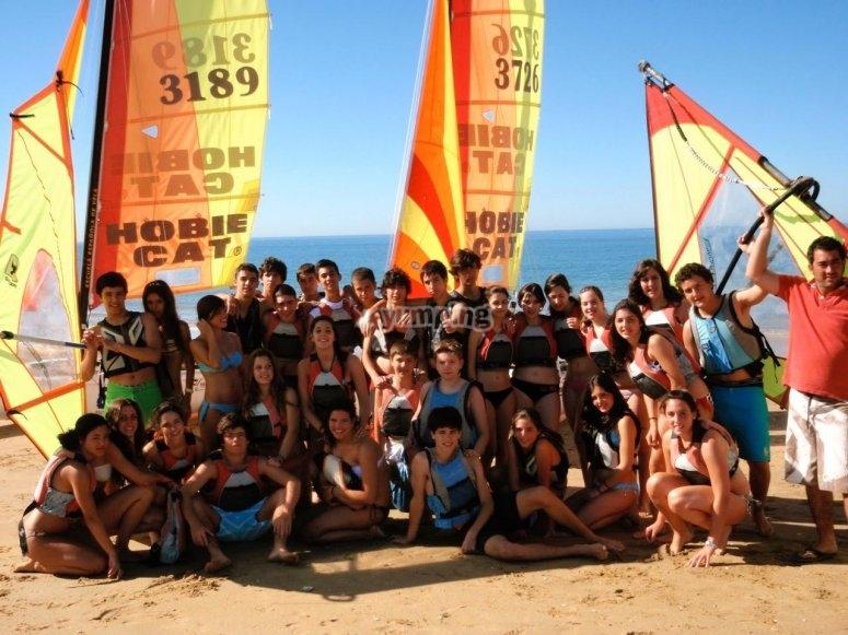 Grupo posando en la playa