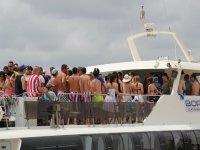 Fiesta en Barco amenizada por un Dj