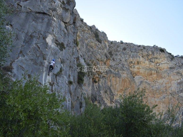 Subiendo por la roca