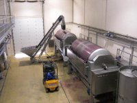 Sala de prensas para procesar las uvas recolectadas