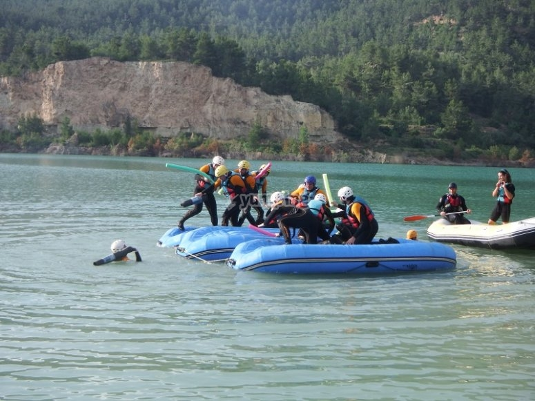 Battle with the rafting rafts