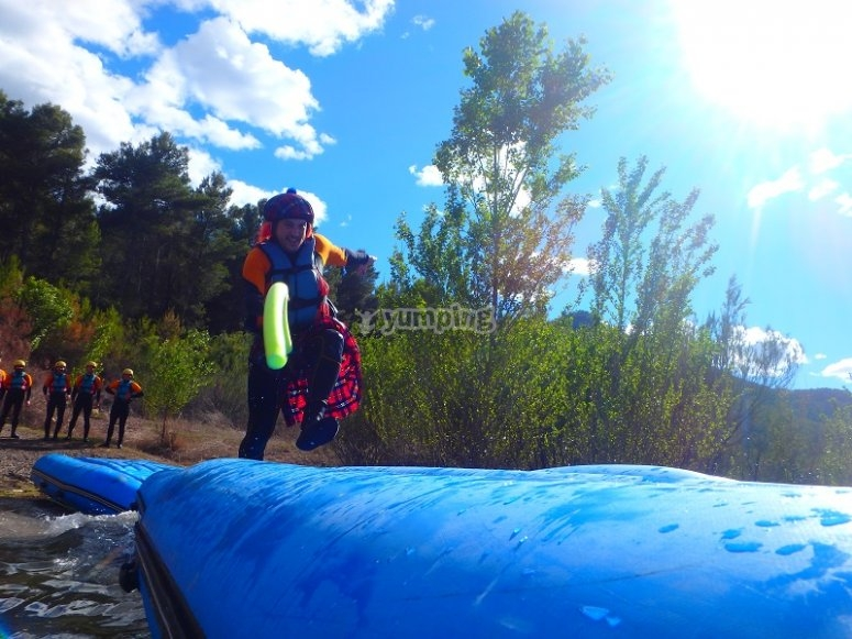 Running on the rafting rafts