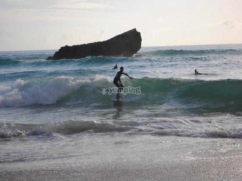 Cogiendo un ola en el Mediterraneo