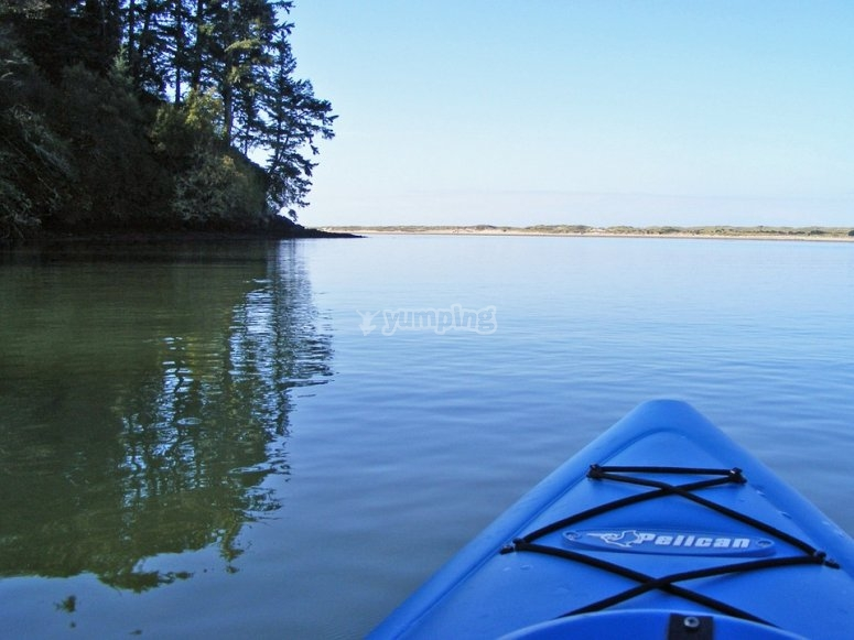 Canoa en el rio
