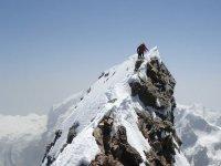 Llegando a la cima en Los Alpes