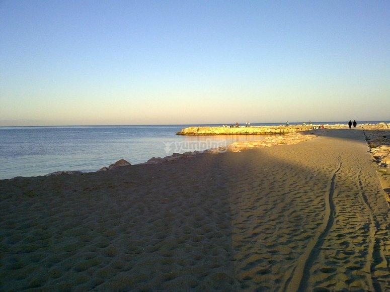 福恩吉罗拉海滩