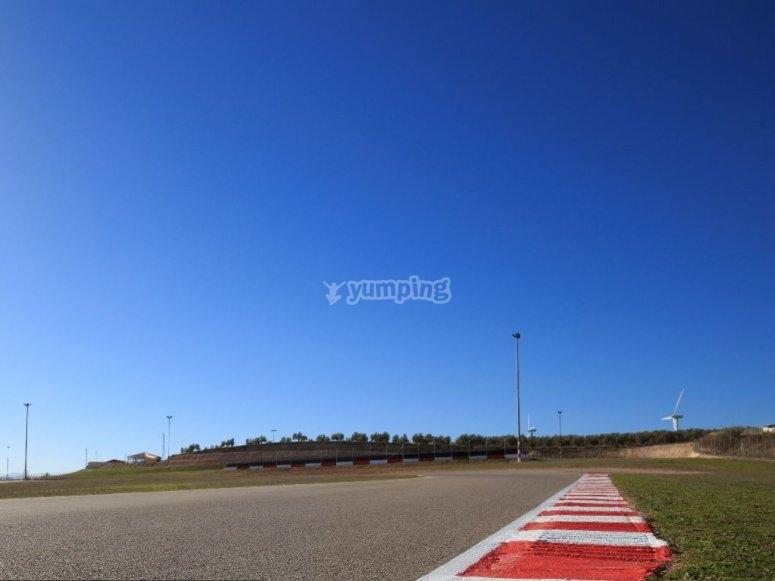 Pista recién asfaltada en el karting
