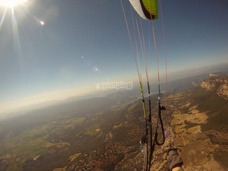 查看短距离飞行滑翔伞滑翔伞从滑翔伞