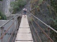 Cruzando por el puente