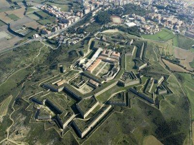 Fortress escape Sant Ferran Castle groups