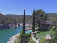 游泳池和酒店环境
