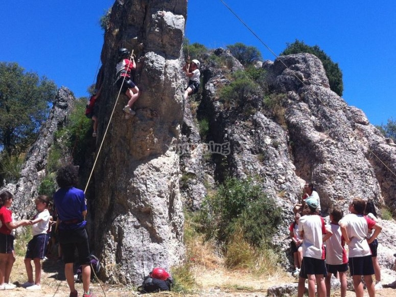 Escalada con cuerda en roca