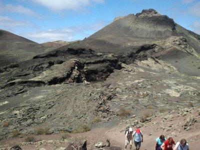 在兰萨罗特岛的火山中徒步旅行5小时