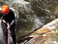 Performing canyoning