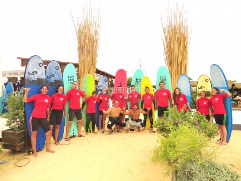 Todos con las tablas de surf