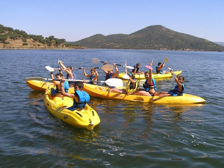 Alumnos del campa en kayaks