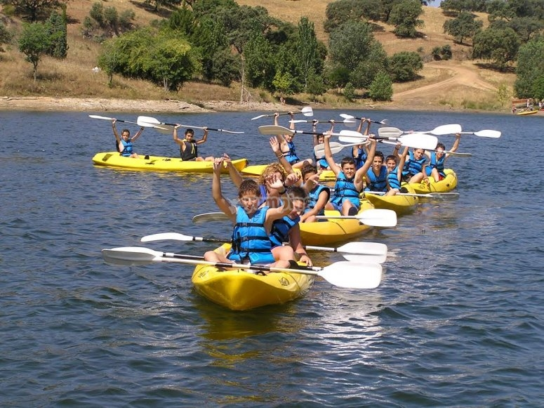 Using the paddles on the yellow kayaks