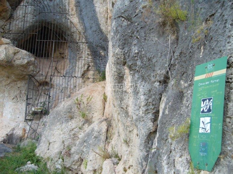 拉马特洞穴入口