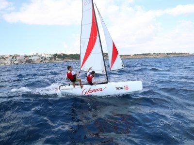 在Palma de Mallorca出租双体船2小时