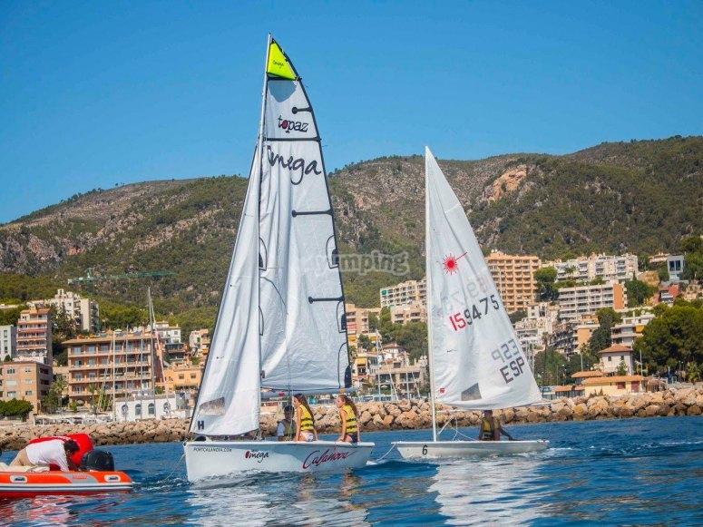 在马略卡岛练习帆船