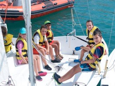 在Palma de Mallorca租一艘帆船5人