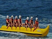 Esperando sobre la banana boat