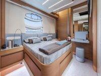 una lussuosa stanza di una nave