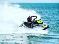 Acelerando en el mar con la moto de agua