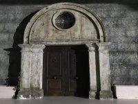 Misteriosa puerta de acceso