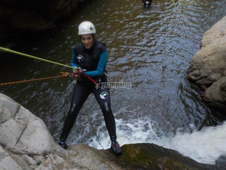 享受实践峡谷溪降