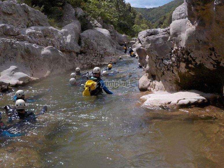 桑特Aniol溪降在Sant Aniol里埃拉桑特Aniol溪降在