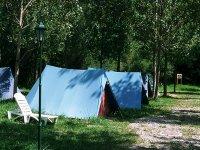 Tiendas de acampada en el Pirineo