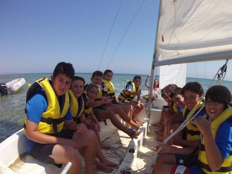 Grupos de alumnos en el velero