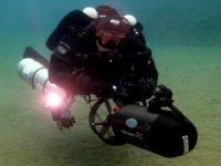 Con el motor submarino