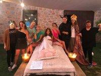 Festa teatrale con costumi