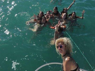 在奇克拉纳乘船游览2小时
