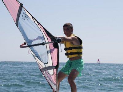 Corso di iniziazione al windsurf a Gandía temp. alto